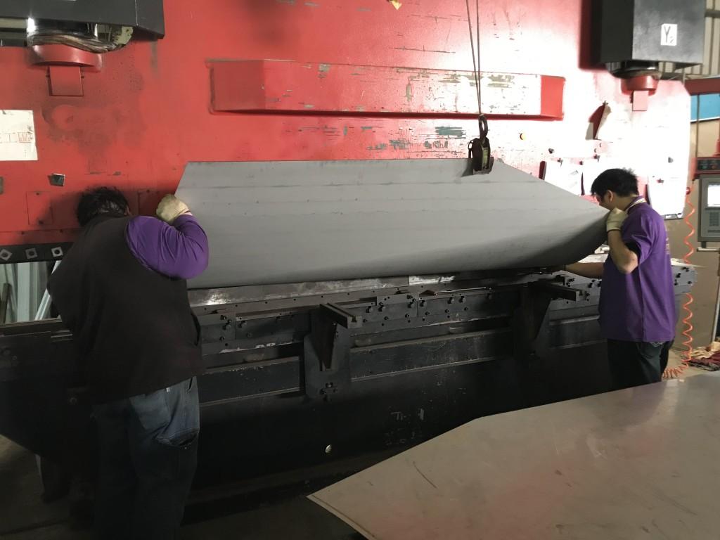 釧峰 300頓 CNC 4M2折床